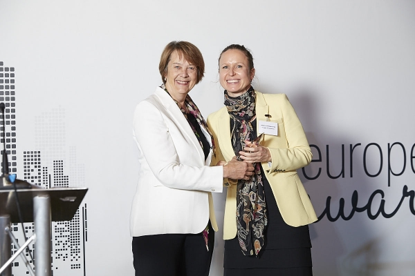 Asset Manager over Awards €100bn - Insight Investment. Accepted by Isabelle Armbruster, presented by Diana Mackay.